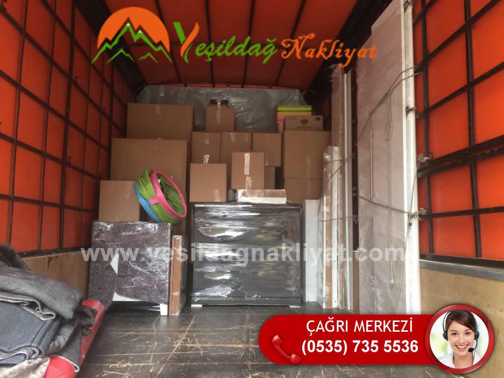 Maltepe Taşımacılık Hizmetinde Nakliye Aracına Uzman Taşıma Personelleri Tarafından Yüklenen Eşyalar.