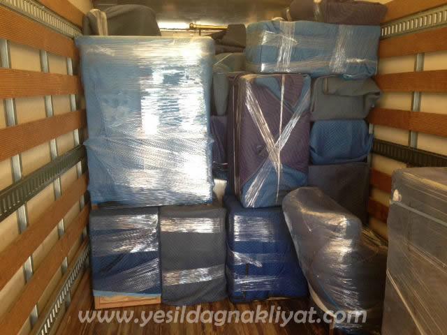 Zeytinburnu Eşya Taşıma hizmetini özel tasarıma sahip olan nakliyat araçlarımız ile paketlemeli bir şekilde taşımaktayız.